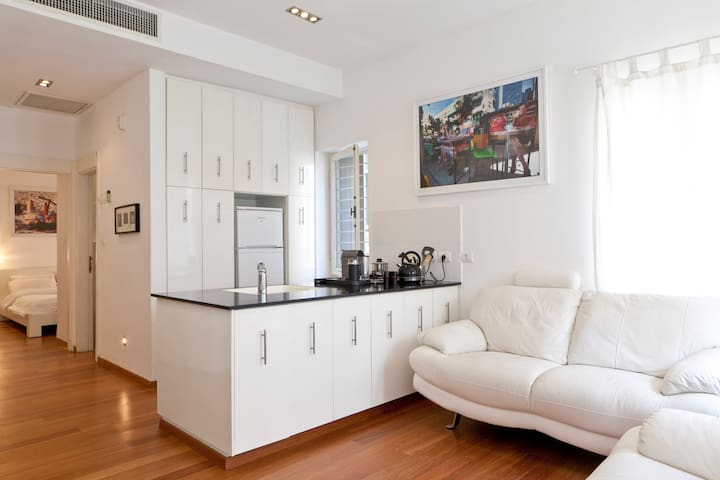 Near Rotchield.  1BR- special offer