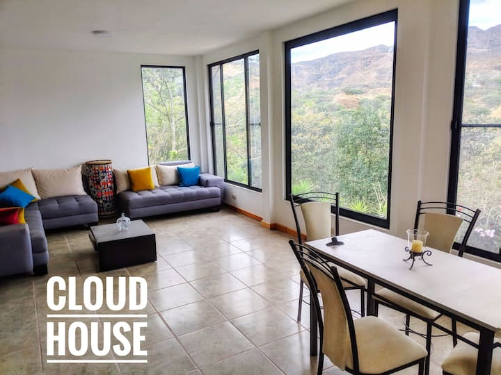Cloud House: Breathtaking view 10 min from town