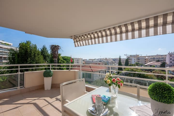 Good space apartment between Antibes and JLP