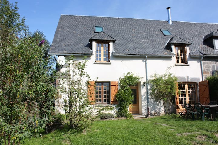 Sunny farm house in peaceful hamlet - Murat-le-Quaire - House