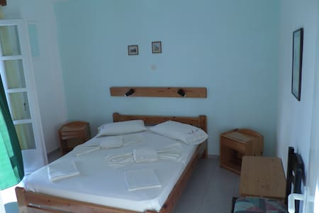 Triple Room, Kini Syros (C) - Kini - Bed & Breakfast