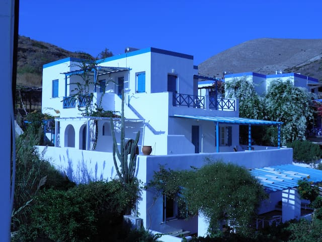 2 Bedroom Apt. In Kini, Syros - Kini - Appartement