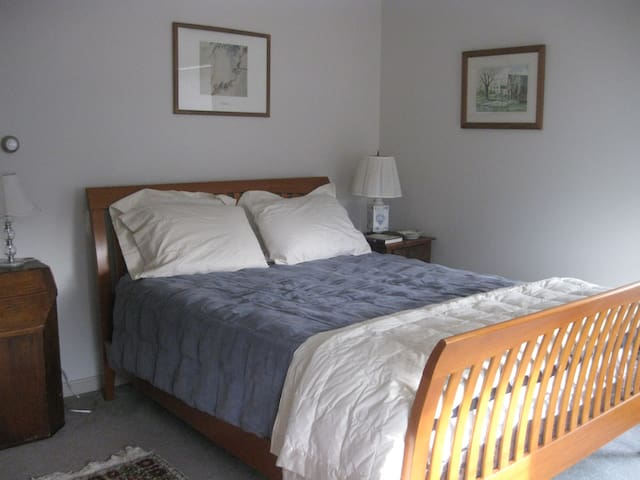 Sunny Room Near Beaches and K'port - Kennebunk - Bed & Breakfast