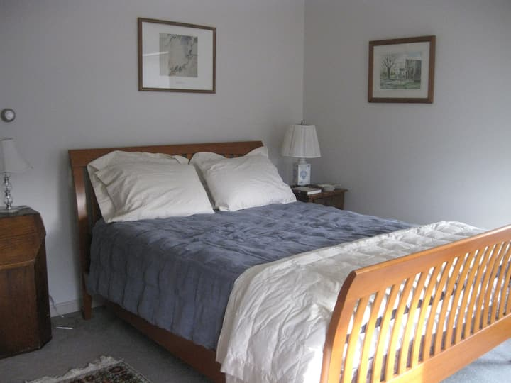 Sunny Guest Room Near Beaches and Kennebunkport