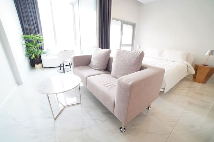 Brand New Condo & Top Facilities in Sukhumvit 11
