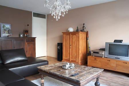 FREE PARKING! Comfy Bed ,Cozy room - Geuzenveld/Slotermeer - Wohnung