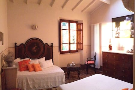 Camera in antica casa  in collina . - Pietrasanta