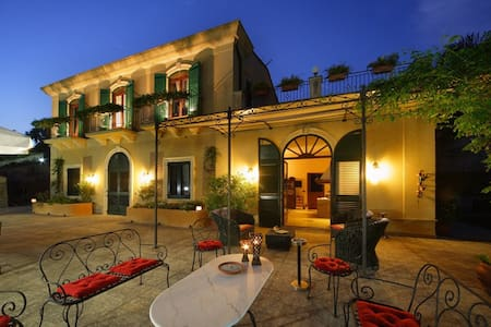 Room type: Private room Property type: Bed & Breakfast Accommodates: 6 Bedrooms: 1 Bathrooms: 3