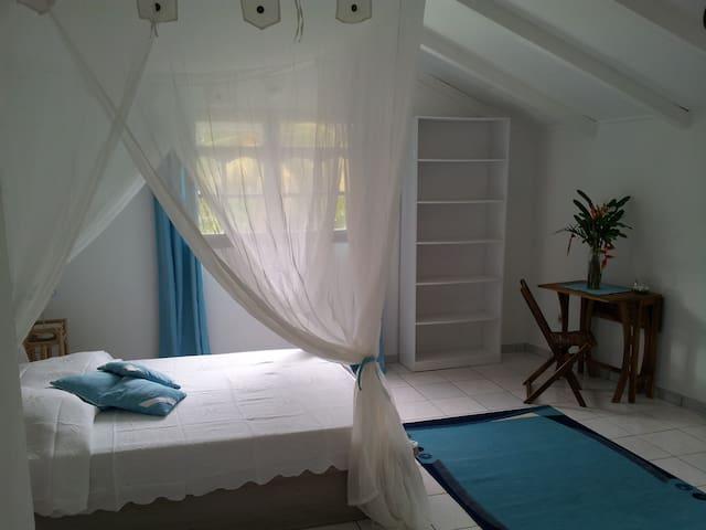 Chambre d'hôtes Bleue à Deshaies - Deshaies - Penzion (B&B)
