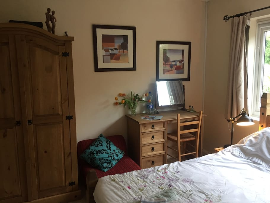 Master bedroom, dressing area, drawers and wardrobe for you to use. Dressing table perfect as a beauty station or as a work space. Comfy red chair can fold out in to an extra bed. (Baby bed also available.)