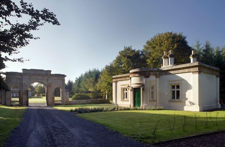 Triumphal Arch Lodge - Devon - Hus