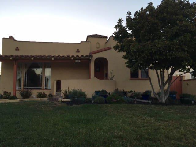 Spanish home near Pasadena - Alhambra - Huis