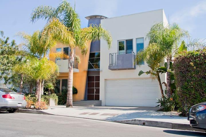 Modern Townhouse in West LA