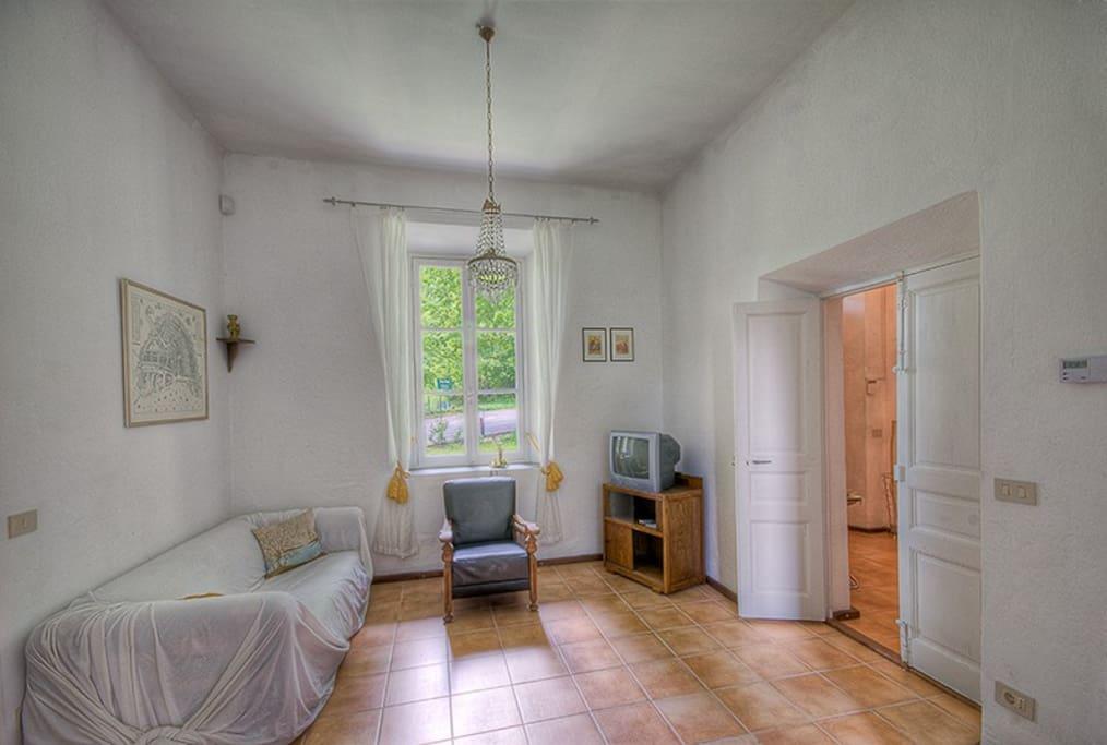 Casa cantoniera prati piani 4 pers case in affitto a for Piani casa 2 letti