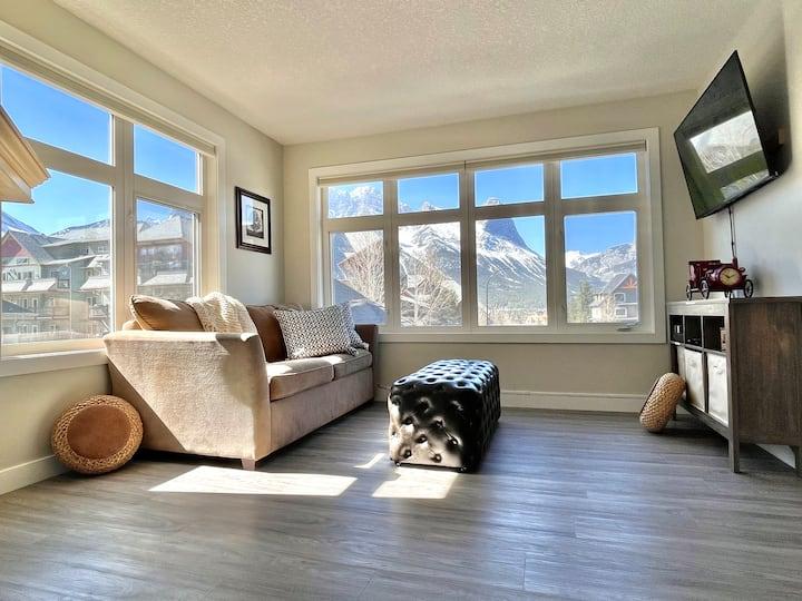 Luxury Mountain View Lodge/1BD/Kitchen/2 Patios❤️
