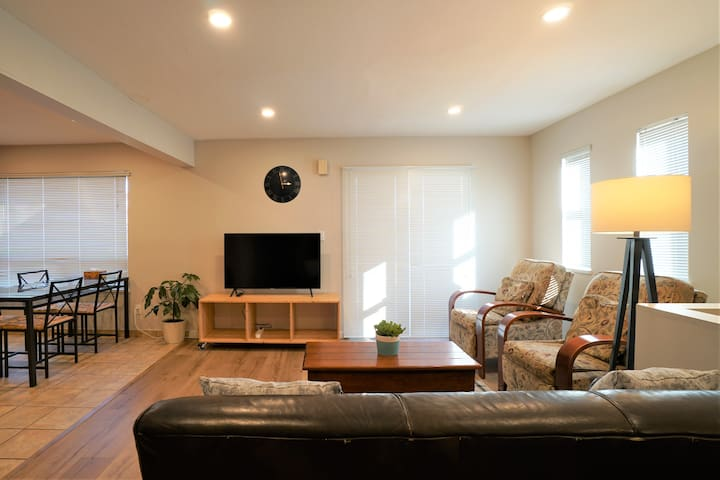 Bright Airy 2BR Suite With Mountain View