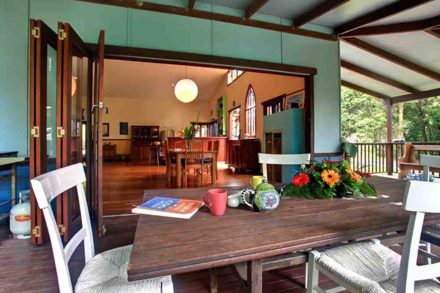 Healing Room - Enjoy a peaceful breakfast listening to the birdsong on the Treehouse verandah…nature's magic! : )