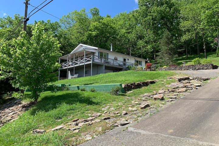 Riverfront Vacation Home/Hunting Lodge w/23 Acres