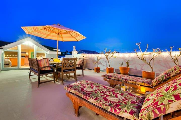 20% OFF AUG - Amazing Studio w/ Roof Top Deck + Views