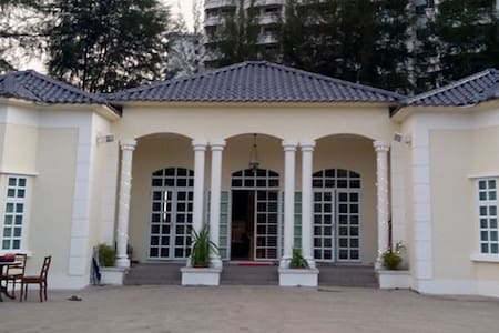 Penang Inn (entire house) 6 Rooms + 6 bathrooms - George Town