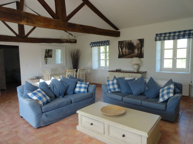 Stunning Apartment in Beautiful Chateau - Les Forges - Apartment