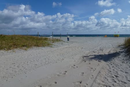 2 Bedroom House 3 Mins from Beach