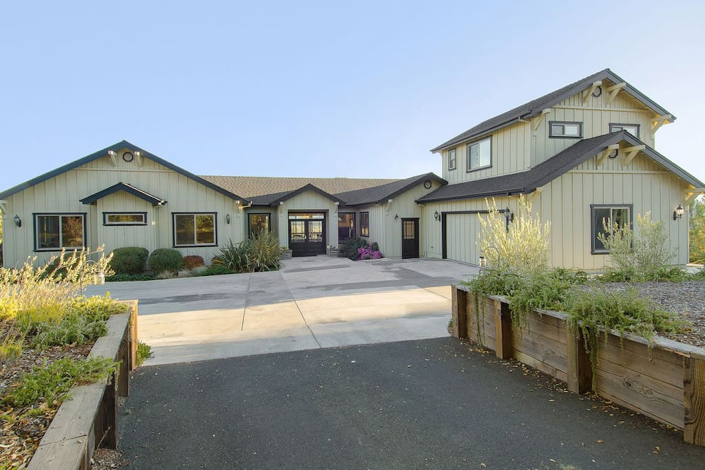 Spacious 4BR with View/Pool/Hot Tub