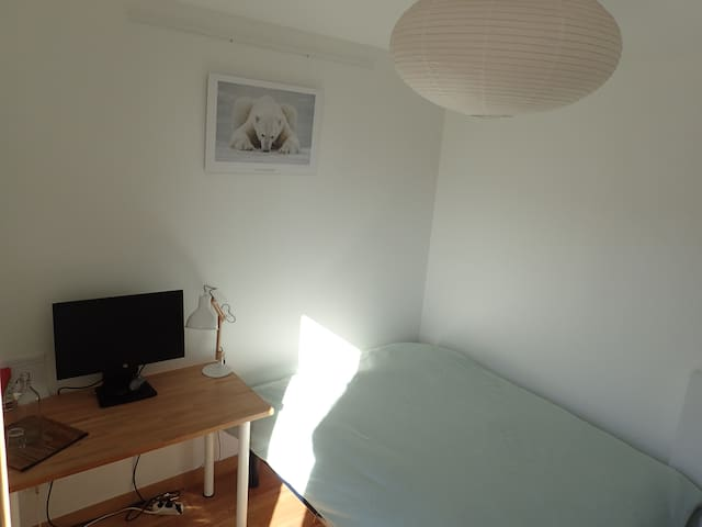 Room in a modern penthouse - Villeurbanne - Appartement