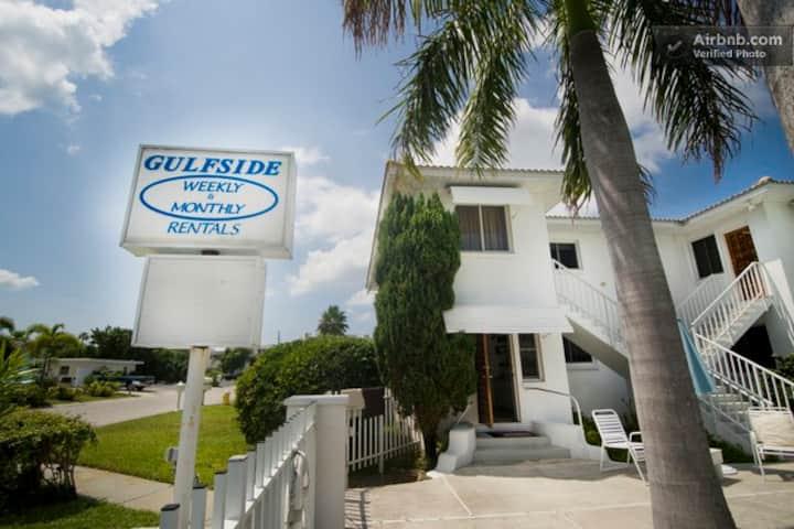 ****GulfSide Resort on St Pete Beach.  Unit 4****
