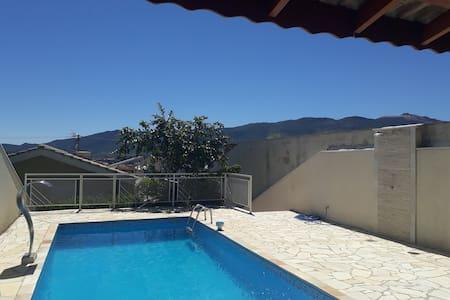 Casa com piscina em Atibaia -Sp
