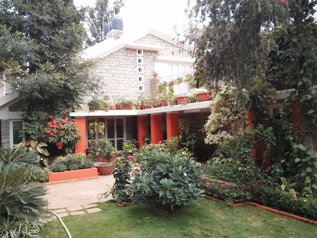 1) Outer Room in Dream Garden Villa - Bangalore - Villa
