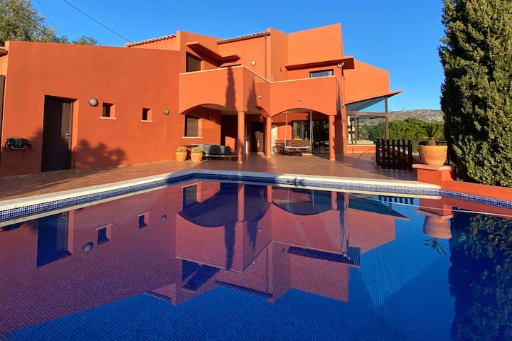 6 bedroom with swimming pool and stunning view