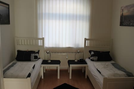 Cheap & near Benrath Castle - Dusseldorf - Daire