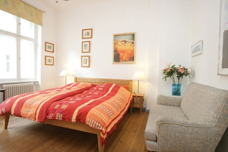 Room type: Entire home/apt Property type: Apartment Accommodates: 4 Bedrooms: 1