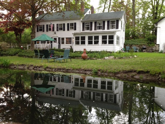 Connors Colonial Inn