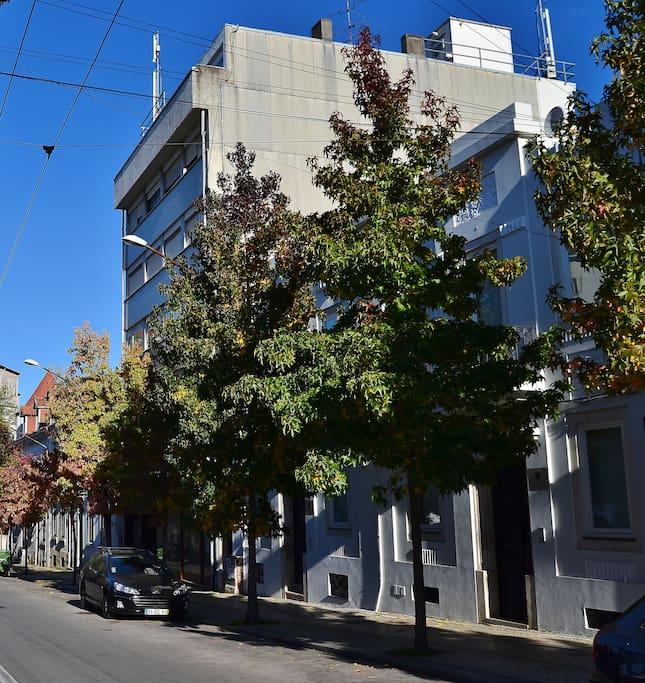 Vista do edifício (outono)