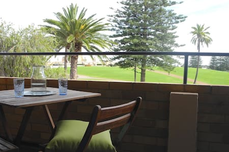 Parkside Apartment With Ocean Views - Fremantle