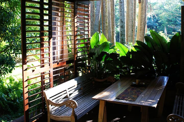 Brookside - Rainforest Hideaway - Currumbin Valley - Bed & Breakfast