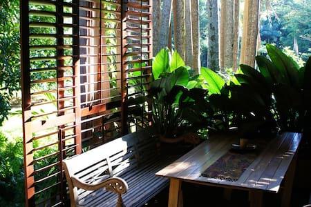 Brookside - Rainforest Hideaway - Currumbin Valley - Bed & Breakfast