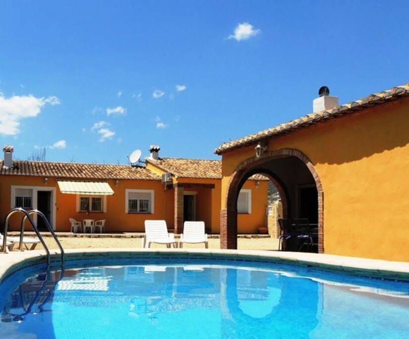 Chalet con piscina wifi a a villas en alquiler en for Restaurantes con piscina en comunidad de madrid
