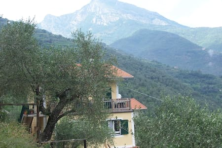 B & B Casa Valeria, Regione Argeleo - Pigna - ที่พักพร้อมอาหารเช้า