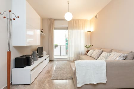 SPECIAL PRICE Studio Les Corts WiFi - Appartement