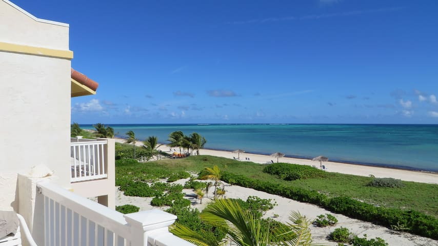 Beautiful Beachfront Penthouse Unit - Caicos Islands - Pis