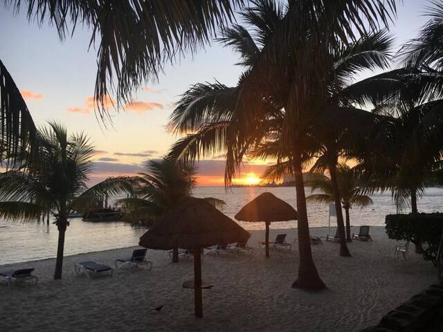 Cancun Apartment by the Beach, Bellamar 105