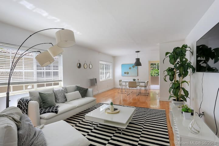 Cozy 2 bedroom apartment in Coral Gables!