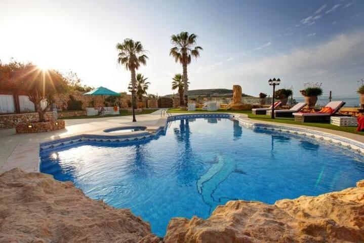 Luxury Villa Pergola 6 bedrooms
