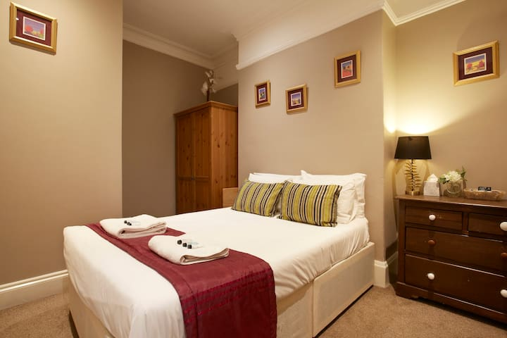 Comfortable room in Victorian Townhouse York