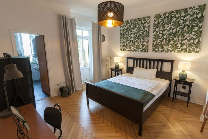 Central Room and privat balcony, all walk distance