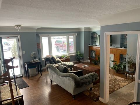 Lacombe  Bungalow - an escape from big city living