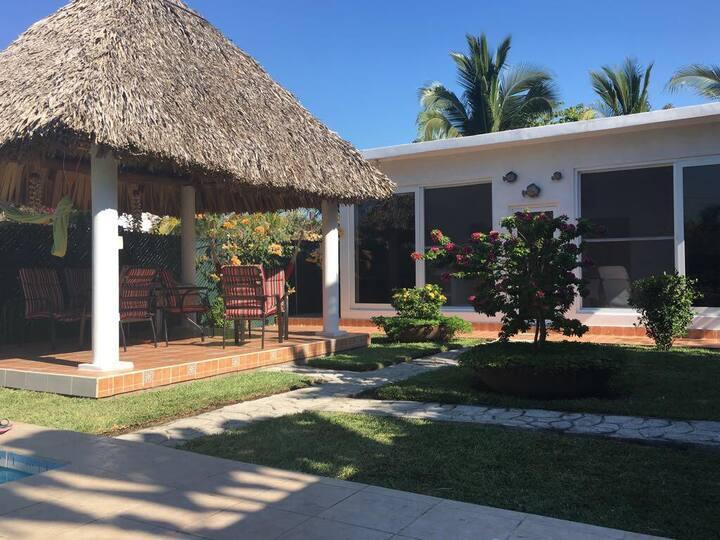 Casa de Playa camino a Monterrico